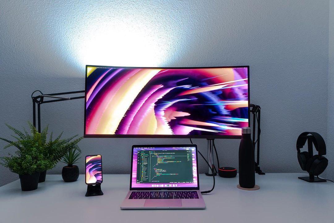 minimal desk