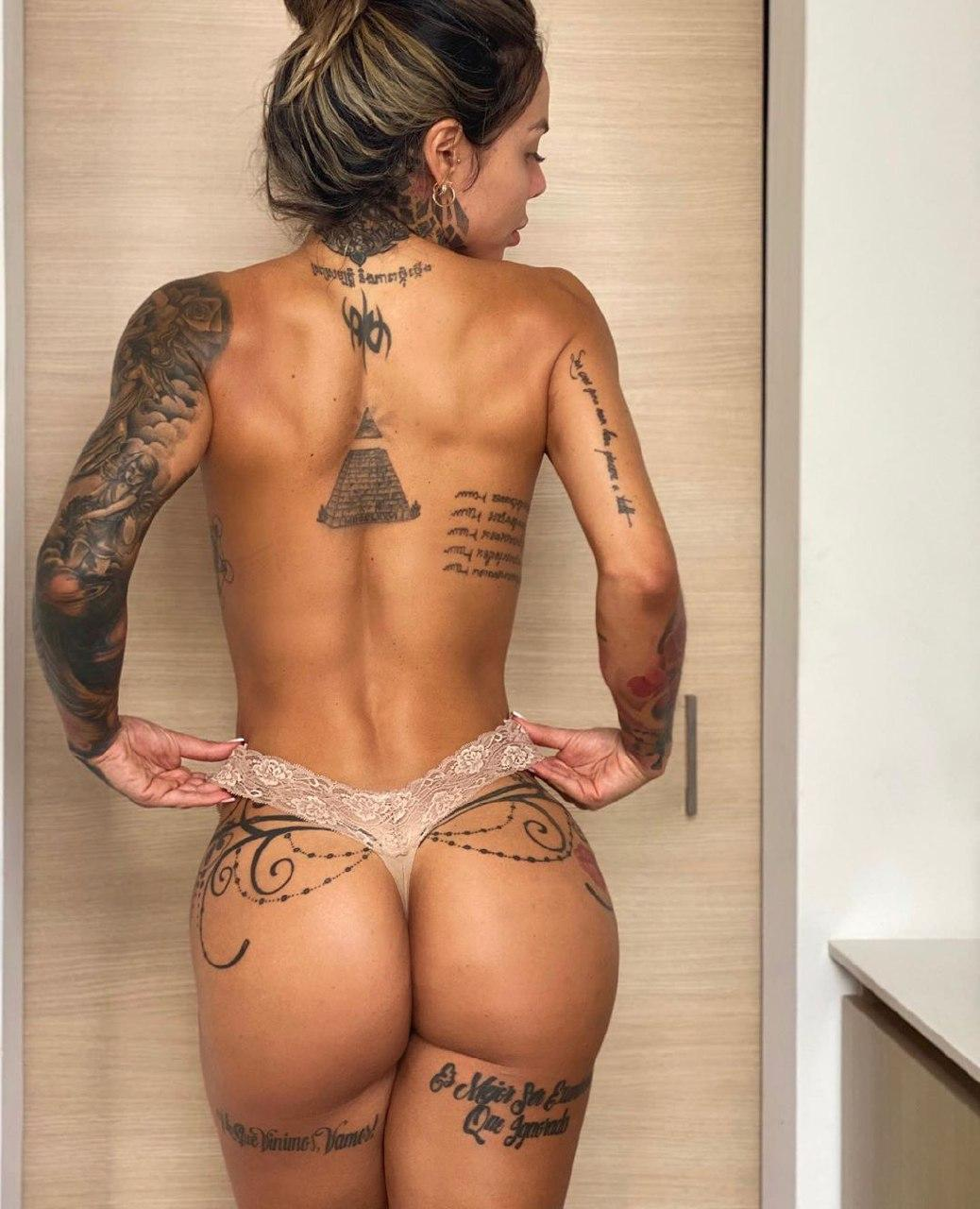 girl body tattoo
